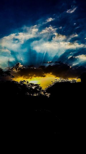 The Great Outdoors - 2015 EyeEm Awards ABSOLUTELY STUNNING! 🌞Sky And Clouds Silhouette Beautiful Sunset