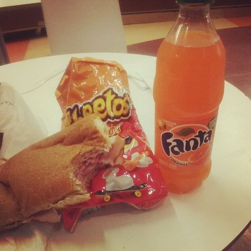 Who loves orange soda KRAZY loves orange soda...is it truuuuuuue???? Mmmmhmmmm i do i do i do i do i do---o LMAO You cant go wrong man Sandwich Cheetos Orangefanta