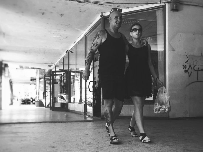 Gangsta love... Taking Photos Love Without Boundaries Relaxing Enjoying Life Capture The Moment I Love My City Vscocam Traveling Blackandwhite EyeEm Best Shots Streetphotography Outdoors Hello World Made In Romania Having Fun Hanging Out Check This Out Gangsters Paradise Girl Power Snap A Stranger