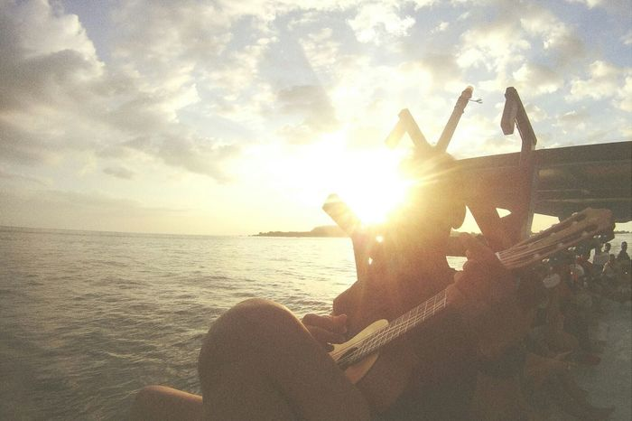 The song of Sunset. Singing Enjoying Life Relaxing Enjoying Life With Friends Journey Adventures Lombok Island Enjoying The Sun Jarambahjourney Sunset
