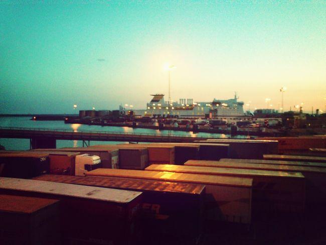 unten im Hafen, wo die Schiffe schlafen . . HäfenundBahnhöfe Hafen