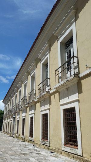 Frente da Casa das Onze Janelas.