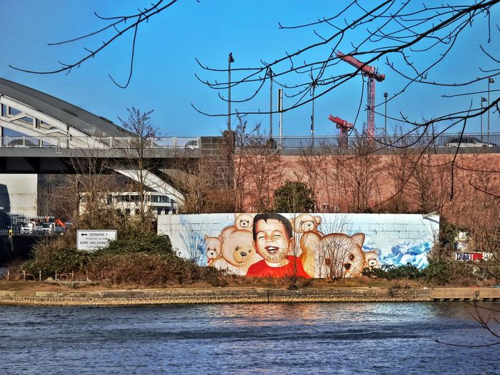 Kunst im Industriegebiet River Shore Street Galery Public Artwork Graffiti Harbour Island East Harbour, Frankfurt/M. Street Art Architecture Built Structure Building Exterior Outdoors Day City No People Tree Water