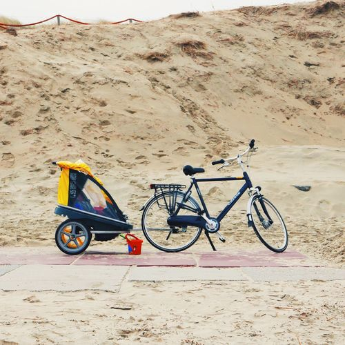 Just had to share. Yes, this is actually common in the Netherlands. Bad weather? Put your kids in the back seat. Beach Bike Trailer Bike Trailer Traveling Transportation The Best Way Of Transport Going Places