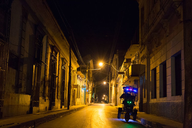 una noche en Santa Clara. a night in Santa Clara. #eabreutravels #eabreucuba cuba Illuminated Architecture Built Structure Street City City Street Night Transportation The Way Forward Road Building Exterior Cultures No People Outdoors