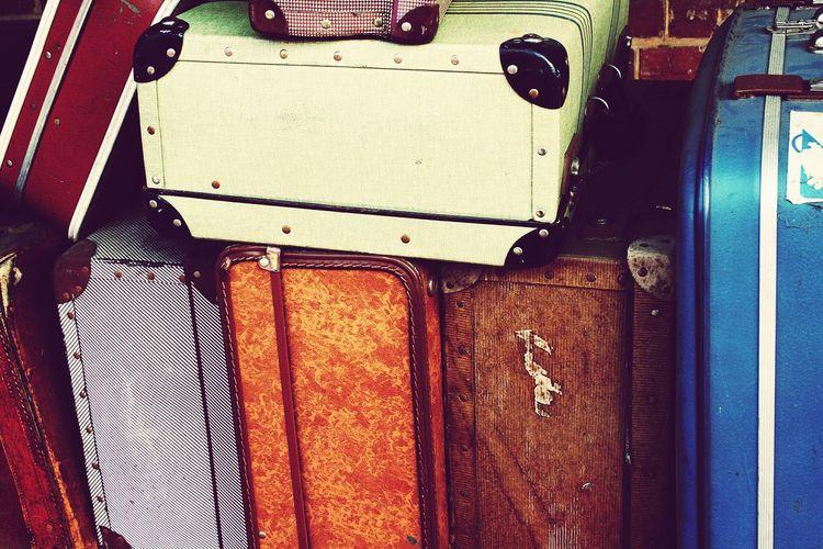 Old coulor suit cases Old Suit Cases Coulor Suite Case Vintage Suitcases