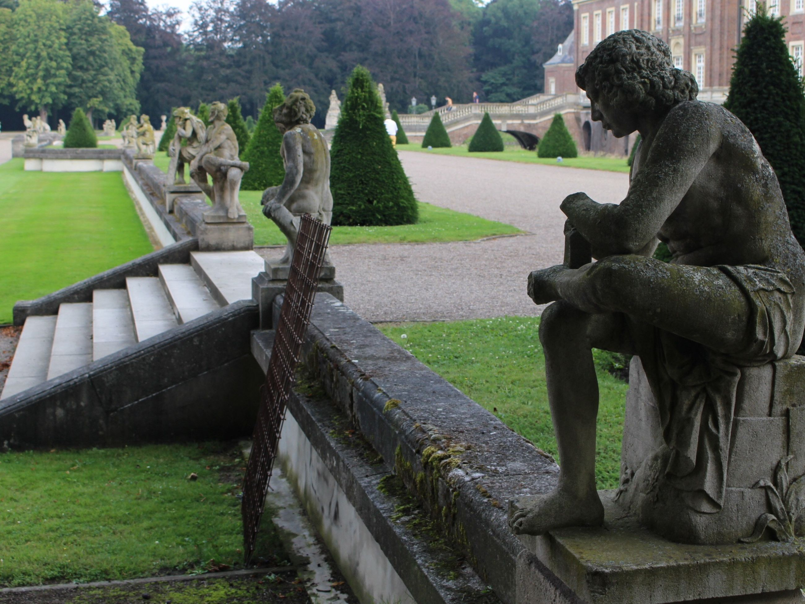 statue, sculpture, human representation, art, art and craft, creativity, grass, history, famous place, stone material, park - man made space, monument, built structure, memorial, travel destinations, cemetery, green color, carving - craft product, formal garden