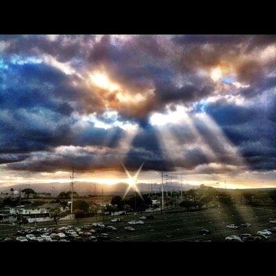 Shining through Sunset Hawaiisunset Magichour Dusk Sky Skyporn Clouds Cloudporn Ocean Sea Paradise Igershawaii Ig_hi Instagramhi Livealoha Iphonesia Photooftheday Instahawaii Igersoftheday Igershi Bestofday IPhoneography Instagramhub Igerspascara Inhil_community