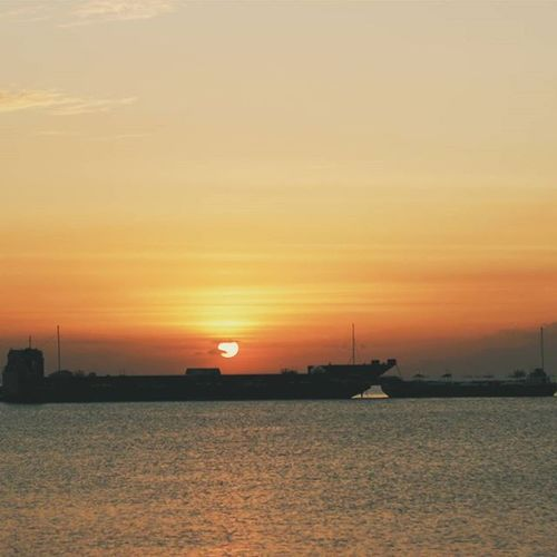 Battle Ships Joking Vscocam VSCO Vscophilippines Instagram Instagood Moodygrams Igers Instapic Philscagram FUJSN_021916 Fotografiaunited Seaside MOA Sunset