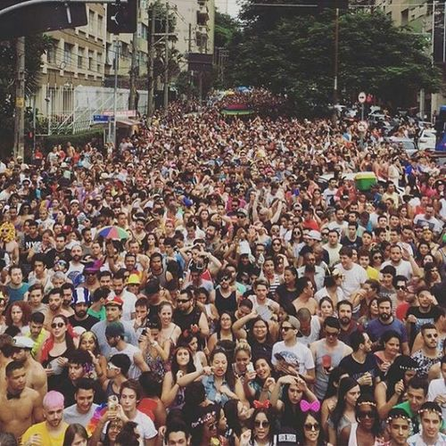 Como é que estava ontem o carnaval? Assim ó Foto de @armando89fm SP Carnaval BlocoAgradaGregos Bloco