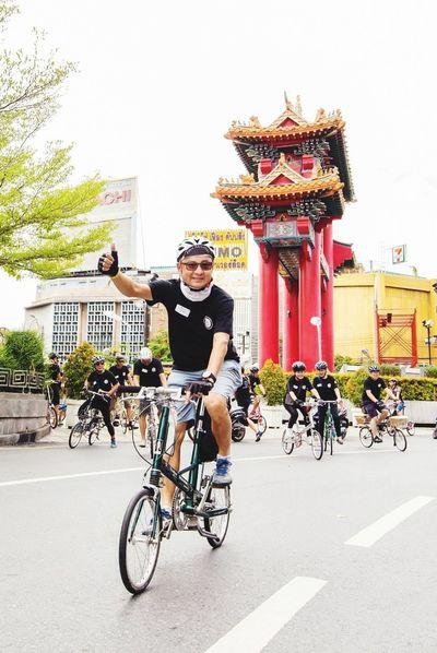 For Dad Moulton Society Cycling Bicycle Looking At Camera Transportation Travel Riding Smiling People Outdoors Alexmoulton Green Color Bossbikes Bikesaroundtheworld Bikesaddict Bridgestone Moulton