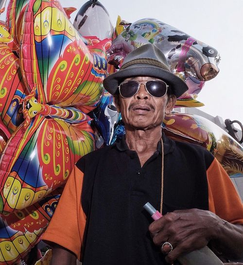 Tegal  Potrait Picturing Individuality Streetphotography Street Photography Eyeem Indonesia Indonesia Balloons People Streetphotoina Repicture