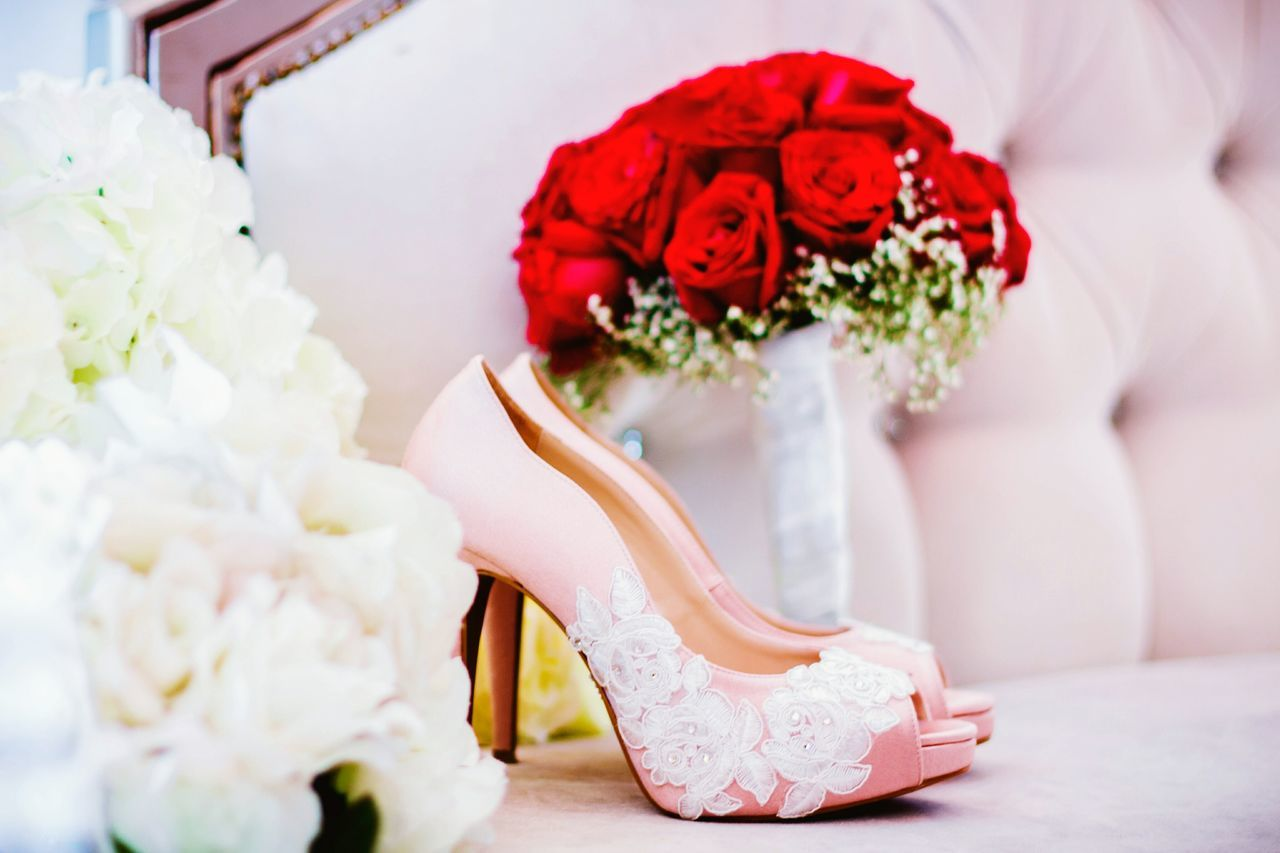 Wedding Flower Wedding Ceremony Close-up Indoors  Ceremony Tradition HighHeels Roses Bouquet Life Events Celebration Event Beginnings Day