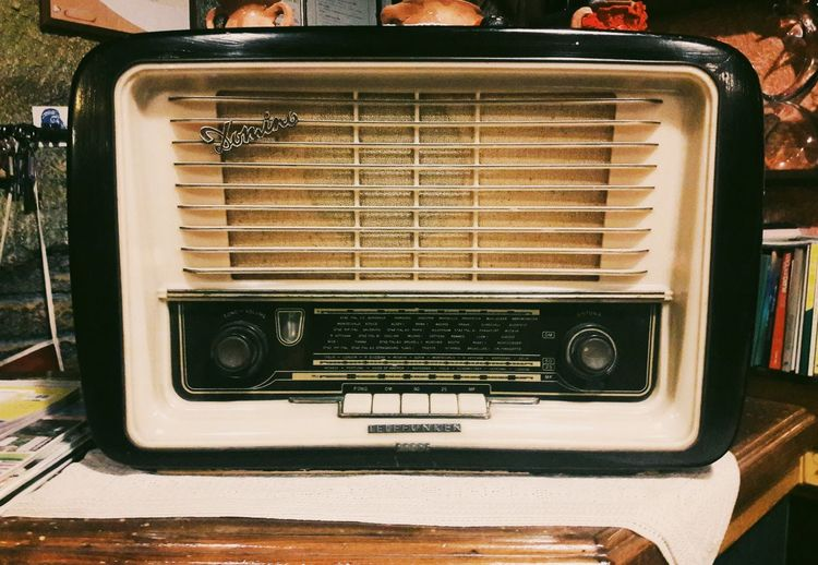 Retro Styled Old-fashioned Music No People Technology Indoors  Day Close-up Vintage Radio Old Restourant  Decoration Vintage Style Fashion Picoftheday Photo Beautiful Photooftheday Indoors  Photography Wood Old School