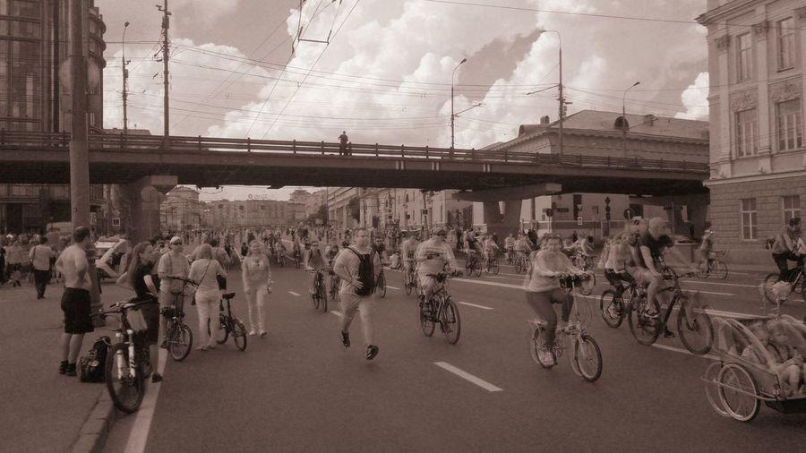 У Крымского моста. Велопробег в Москве. город пейзаж велосипеды Urban Landscape Bicycles