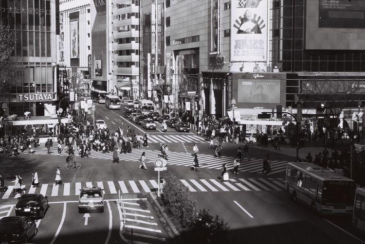 ニコンFM10で撮ったスクランブル交差点。 Shibuya Crossing Shibuya,Tokyo Neopan Acros Nikonfm10 スクランブル交差点 渋谷駅前スクランブル交差点