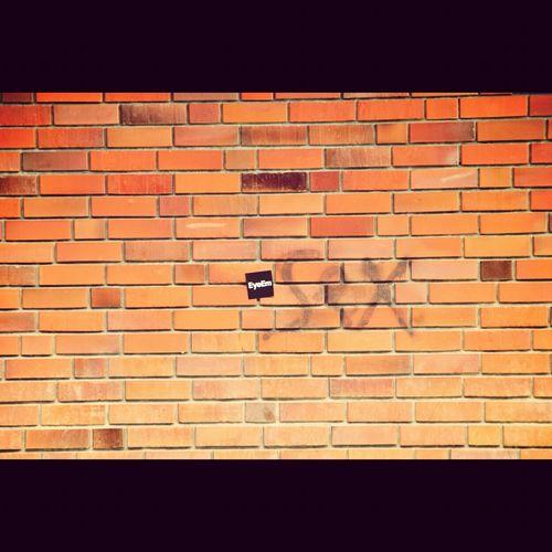 jetzt ist die Wand endgültig in den EyeEm Besitz übergegangen :-) Sexy Commute Notes From The Underground Berlin Streetart