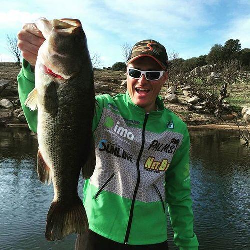 The original BLACK Bass! The lake is in turnover time, few fish but Nice one! Bassfishing Fishing Blackbass Micropterus Bass Thewaterismystadium Bassinitaly Italybass Italianbassfishing Toughday Bigbassdreams Fishingisdope