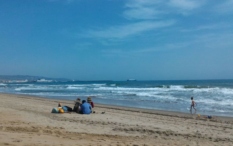 Break time Sitting On The Beach Child Runing View Photography Nature Photography Beach Photography Beach Life Sea And People Etnies Sicilian Beach Water Wave Sea Beach Full Length Sand Blue Water's Edge Togetherness Sky This Is My Skin EyeEmNewHere