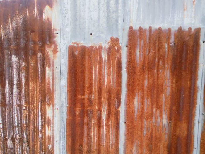 สนิมแผ่นสังกะสี สนิม Galvanized Iron Textured  Texturestyles Rust Pattern Rust Rustic Style Rusty Background Rusty Metal Gate Background EyeEm Selects Corrugated Iron Dripping Close-up Rusty Corrugated