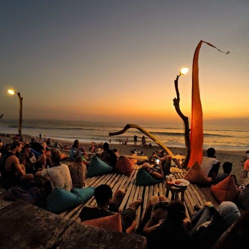"""""""Never waste any amount of time doing anything important when there is a sunset outside that you should be sitting under!"""" C. Joybell C. Location : 707 Beachberm Sunset 707beachberm Travelphotography Findyourcoast Shareyourparadise BaliSunset Hellobali Goproid Goprodewata Shareyourparadise Indotravel"""
