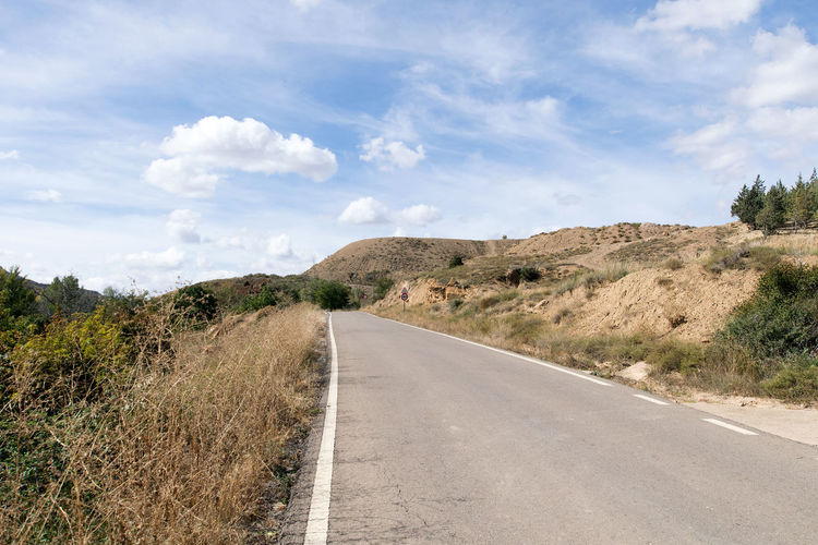 Utrillas Terual Moseo minerio y alrededores. Octubre 2018 2018 October Teruel Utrillas Beauty In Nature Cloud - Sky Day Diminishing Perspective Direction Eddl Empty Road Environment Landscape Mountain Nature No People Non-urban Scene Outdoors Plant Road Sign Sky The Way Forward Tranquil Scene Tranquility Transportation Tree