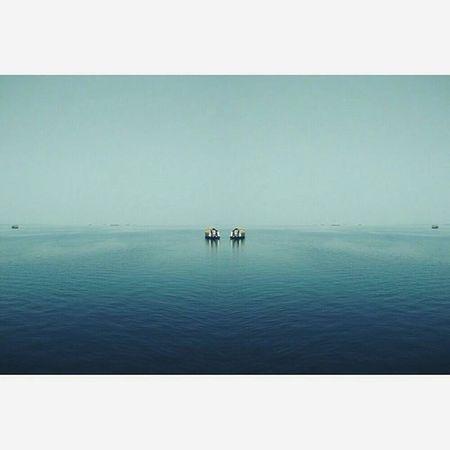 This View Blue My Mind. Backwaters Houseboat Calm GodsOwnCountry Igersindia Instaindia Kerala Southindia Igindia Indiapictures India_gram Indiaclicks Igramming_india Alappuzha IndiaTravelDiaries Igerskerala Indiagram Igers Igersdelhi Bluewater Myviewwasbetterthanyours