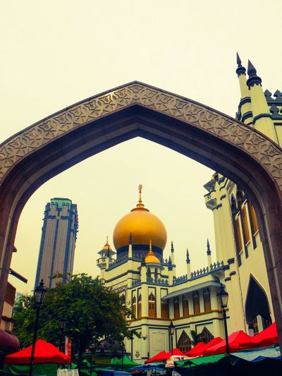 Pointing the way Arch Pointed Arches Architecture Architecture_collection Archway Archway Over Road Mosque Golden Cap Golden Dome Golden Mosque Islamic Architecture Islamicarchitecture Islamic Mosque Islamic Design Islamic Geometry Mosque Architecture Singapore Singapore Architecture Singapore City Building Exterior Building Design Building Photography Overcast Fujifilm Finepix Xp60