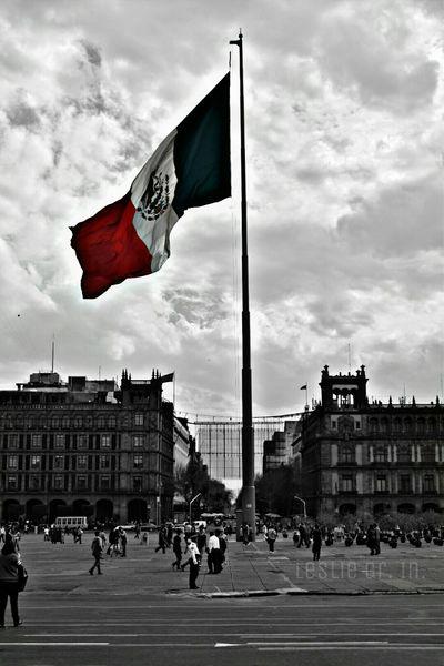 Mexico City Cdmx Bandera De Mexico Colorsplash DesaturadoSelectivo Streetphotography Streetphoto_bw Leslie_Gr_In