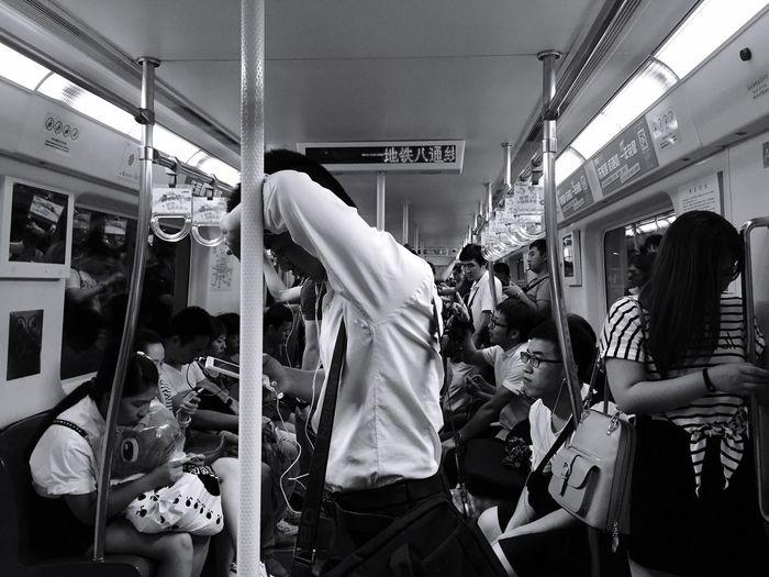Creative Light And Shadow 疲倦的下班足 我也刚下班 赶上了末班车 幸运 地铁 末班车 疲倦 上班族