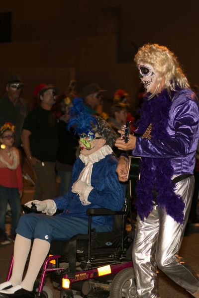 Bethoven meets Jimmy Buffett on the other side. All Dressed Up, Nowhere To Go Allsoulsprocession.org Painted Face Costume Candid Photography MyPhotography Festival Outdoor Photography Nightphotography Thephotographer Photography Myperspective Eye4photography  Capture The Moment Tucson Az Creativity Mourning Remembering Comnunity Hope Artistsmind EventPhotography Lostsouls Ghosts Wheelchair