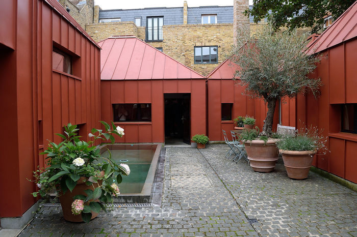 The Tin House Architecture Henning Stummel Architects London Open House London Postcode Postcards Shepherd's Bush The Tin House Courtyard House House Secret London West London EyeEmNewHere Colour Your Horizn