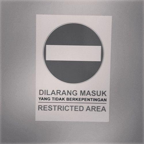 Sign Dilarangmasuk