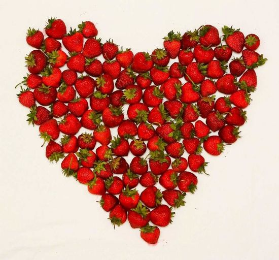 Red Healthy Eating Love Heart Shape Studio Shot Freshness White Background Food Juicy Sweet Food No People Strawberry Fruit