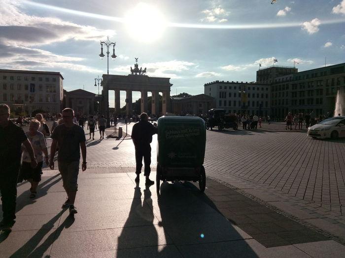Brandenburger Tor Built Structure City Architecture People Day Brandenburg Gate Brandenburgertor Berlin Berlin East Side Discover Berlin Been There.