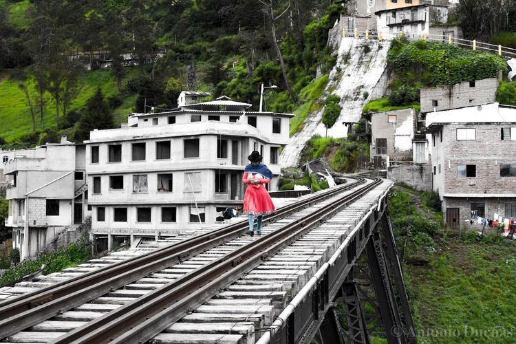 Travesía del puente negro Ecuador Chimborazo Alausi Track Railroad Track Rail Transportation Built Structure Real People Architecture Transportation One Person Walking