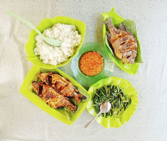 Lunch Time! Fish Fresh Fish From Lake Enjoying Life Lunch Break Enjoying Life Hungry Eating Fish And Rice Indonesia Culture Indonesian Culinary Recommendedrestaurant