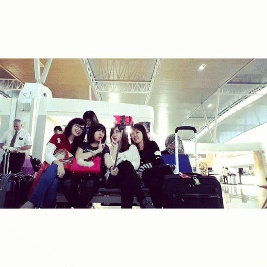 Tongsis Selfie Airport Juanda 2024.04.19 Bertongsis ria di Juanda. *Lol