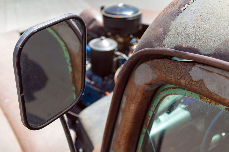 Vintage American rear view mirror and rusting door close up with a shallow depth of field American Classic Mirror Retro Shallow Depth Of Field Transportation Weathered Wing Aged Bonnet Car Close-up Detail Door Engine Front View Glass Old Rear View Mirror Rusty Side Side View Vehicle Vintage