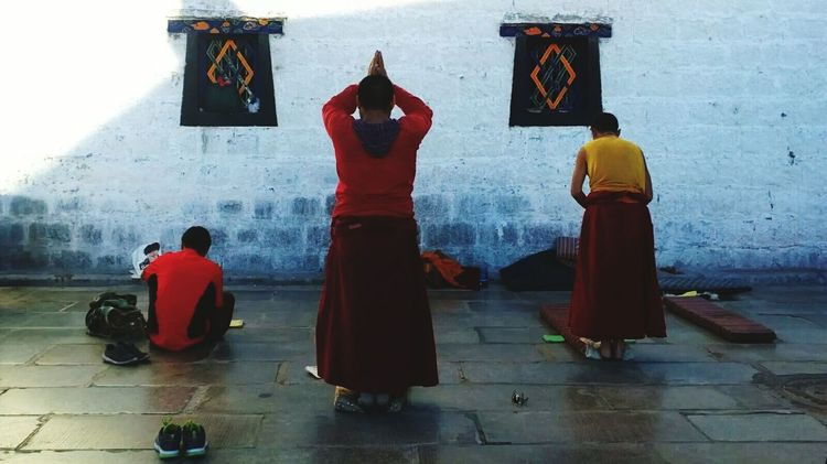 Cultures People Traditional Clothing Tibet Tibetan Buddhist Temple Tibetan Buddhism Tibet Culture