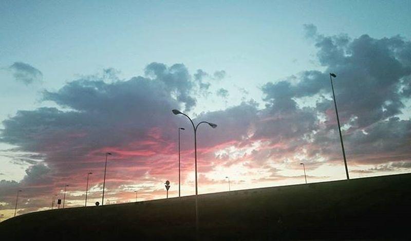Las despedidas y los reencuentros no están tan alejados como nos parece a veces. Pink Clouds SPAIN Atardecer Sky Beautiful Cielo Nubes Dusk Lamppost Landscape Summerending