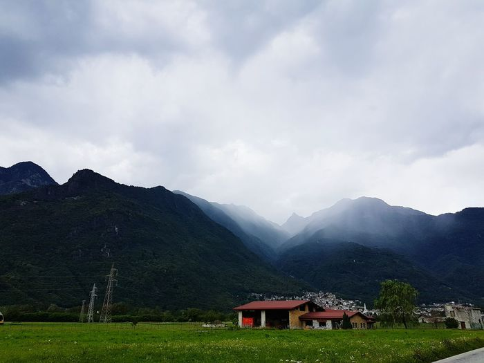 Rain Clouds Rain Coming Hanging Out Taking Photos Check This Out That's Me Hello World Enjoying Life No People, Samsungphotography Beauty In Nature Samsung Galaxy S7 No People First Eyeem Photo Oudoors Italy❤️ Comer See Italy Italy🇮🇹 Rainy Days First Eyem Photo Beachphotography Mountains Nature