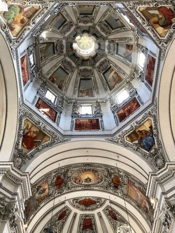Catedral de Salzburgo Built Structure Ceiling Pattern Architecture Indoors  Religion Low Angle View Art And Craft Dome Spirituality Fresco Cupola No People Design