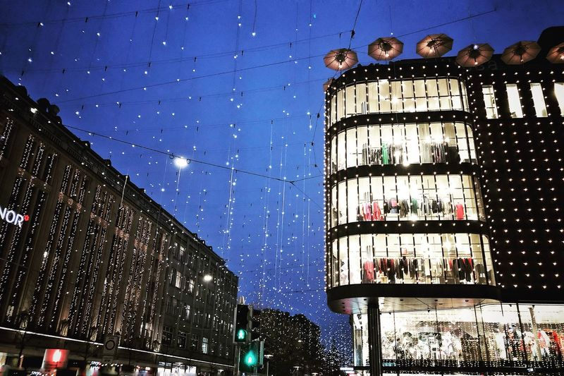 Christmas Lights Christmas Decorations Lights In The City Bahnhofstrasse Lucy Lights In The City Cityphotography Picoftheday Photooftheday Urbanphotography Nature Fountain City Building No People Low Angle View Blue Decoration Dusk Outdoors Motion