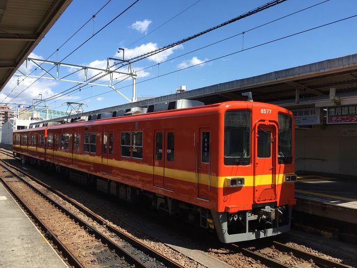 東武亀戸線。普通東武線の古い型は、白ベースにブルーのラインが入っているんですが、この車輌は大昔のカラーリングなのだそう。 Tobu Tobu Line Kameido Tokyo Days Clouds And Sky Red And Yellow Train Train Station No Edits No Filters No Edit/no Filter No Filter NoEditNoFilter Hello World