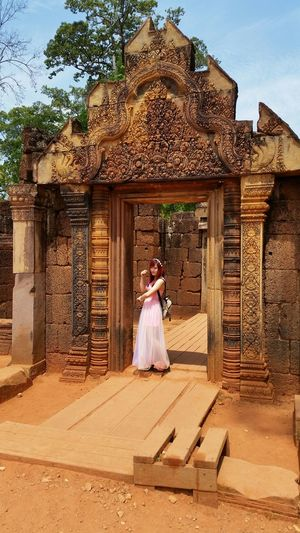 Mystery Girl Cambodia Pretty In Pink Pretty Girl Spying Travel Photography ☺ Traveling Alone The Purist (no Edit, No Filter) EyeEm Gallery Sunny Day