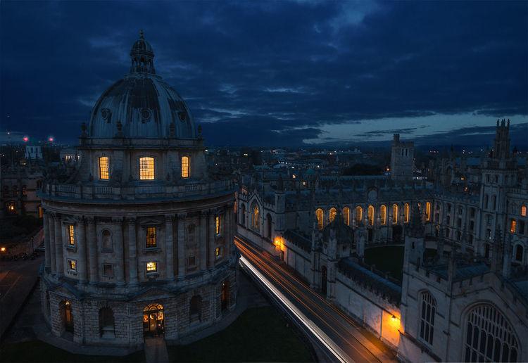 Illuminated university church of st mary at night