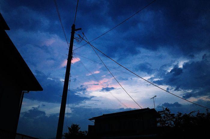 なんだかやけに孤独感。まあ、こんな日もある。 今日の夕空