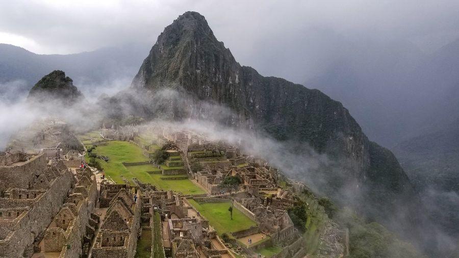ma Machu Picchu - Peru Travel Peru Machu Picchu Ruin Peru Traveling Fog Rainforest Hiking Panorma Nature Ruins Inca