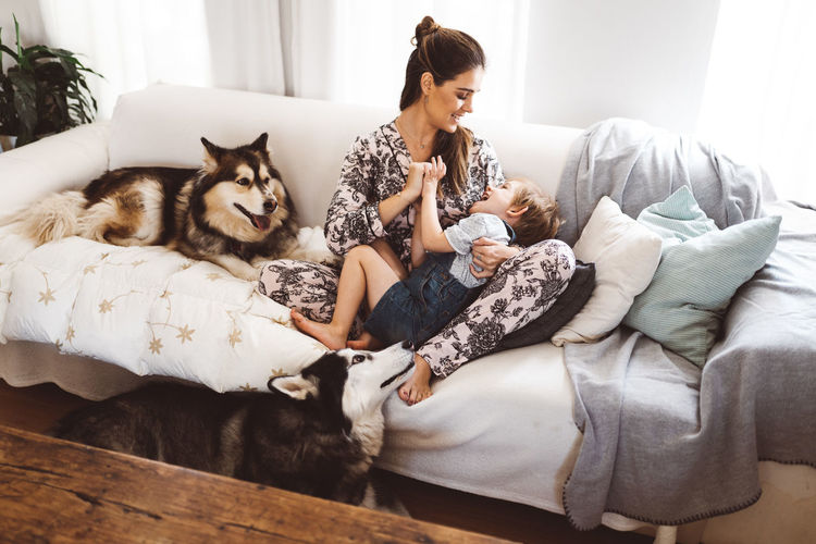 Cuddle Family Fun Happy Home Love Morning Mother Quality Time Young Mom Boy Child Child Hood Cute Dog Domestic Domestic Animals Husky Indoors  Mom Offspring Pets Pyjamas Toddler  Togetherness Autumn Mood
